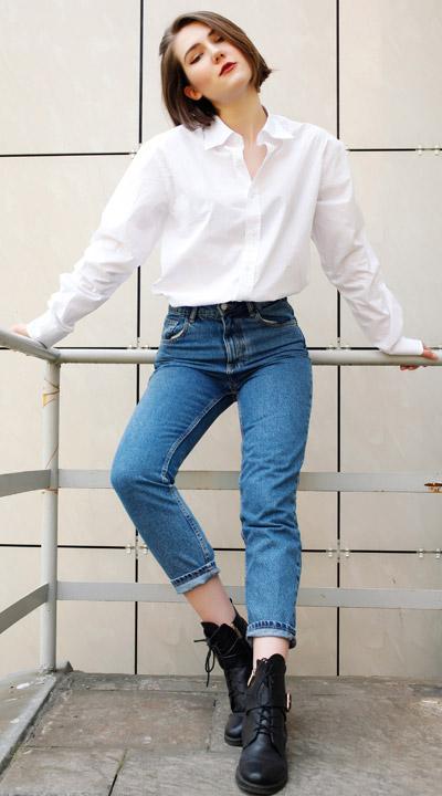 Mom Jeans mti einem Hemd kombiniert