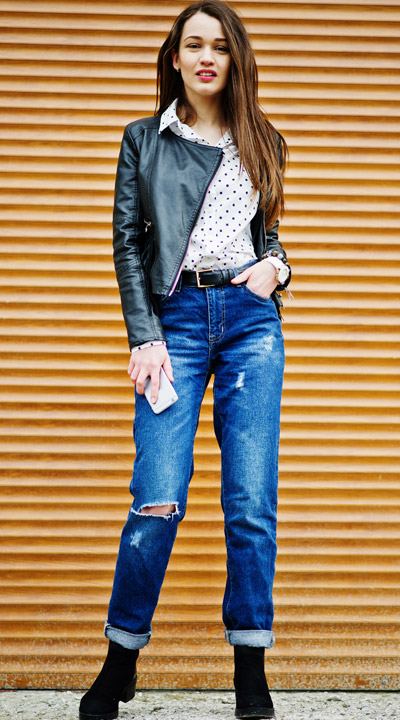 Mom Jeans mit einer Lederjacke